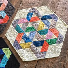 Check out the scrappy Gazebo table topper I made with Carkai by @carolynfriedlander. Love @angelafmq quilting on this one! #GazeboQuilt #hexnmore #jaybirdquilts #carkai #robertkaufman | Flickr - Photo Sharing!