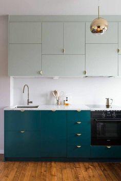 des meubles de cuisine compacts, cuisine rénovée dans un style minimaliste