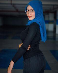 Beautiful Arab Women, Beautiful Hijab, Arab Girls Hijab, Muslim Girls, Hijabi Girl, Girl Hijab, Hijab Outfit, Pin Up Outfits, Sexy Outfits