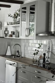 Looking for kitchen ideas? We've asked the experts to share their favourite and most inspiring kitchens. Browse photos of kitchen designs. Discover inspiration for your kitchen remodel or upgrade with New Kitchen, Kitchen Dining, Kitchen Decor, Kitchen Ideas, Swedish Kitchen, Kitchen Colors, Kitchen Cabinet Design, Kitchen Cabinetry, Brown Kitchens