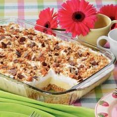 Candy Bar Freezer Dessert Recipe -In Hoskins, Nebraska, Melissa Heberer combines butter pecan ice cream and instant pudding to create this sweet frozen treat. A crushed Butterfinger candy bar adds crunch to the tasty topping. Freezer Desserts, 13 Desserts, Delicious Desserts, Yummy Food, Freezer Meals, Ice Cream Desserts, Sorbet, Gelato, Butter Finger Dessert