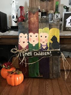 Diy from scrap pallet, new decor for halloween! halloween at Halloween Pallet Signs, Pallet Halloween Decorations, Halloween Backdrop, Halloween Wood Crafts, Halloween Home Decor, Outdoor Halloween, Halloween Projects, Fall Halloween, Halloween 2019