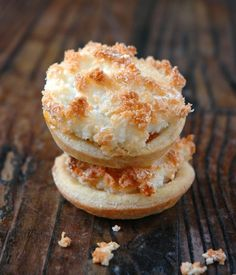 Jam and Coconut Tarts to some, but here in SA we call them Hertzoggies!-Jam and Coconut Tarts to some, but here in SA we call them Hertzoggies! Jam and Coconut Tarts to some, but here in SA we call… - Tart Recipes, Cookie Recipes, Dessert Recipes, Sweet Desserts, Curry Recipes, Bread Recipes, Kos, Coconut Jam, Milk Tart