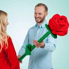 Kit för att odla egna rosor är en bra present till henne