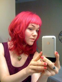 i want this cute hair cut...and i miss my pink hair...