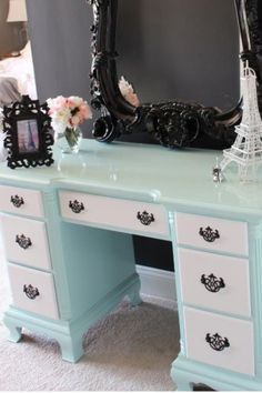 I know I have pinned this before but I do adore this. But just wish the mirror frame was painted aqua to match the vanity.