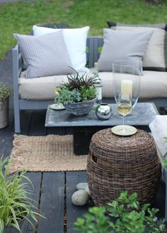 Freshen up your backyard with a new outdoor furniture paint job.