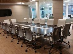 Caja Rural confía en Greendök para el diseño de su oficina en Villar Corporate Interiors, Conference Room, Table, Blog, Furniture, Home Decor, The Office, Offices, Crates