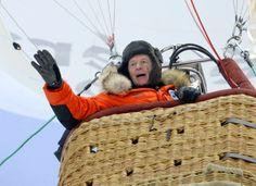 Avril 2010 : première traversée de l'océan Arctique en ballon rozière. Le décollage a lieu le 5 avril 2010 du Spitzberg, Jean-Louis Étienne se pose en Sibérie orientale après un vol en solitaire de 5 j, 2 h, 15 mn et une distance parcourue de 3 160 km.