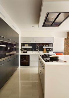 Linear kitchen by Harvey Jones: modern Kitchen by Harvey Jones Kitchens Kitchen Utilities, Hotel Interiors, New Kitchen, Kitchen Ideas, Modern Kitchen Design, Building A House, Building Ideas, Home Projects, Design Inspiration