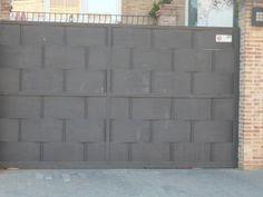 Instalamos y reparamos todo tipo de puertas(correderas, seccionales,batientes, enrrollables...)