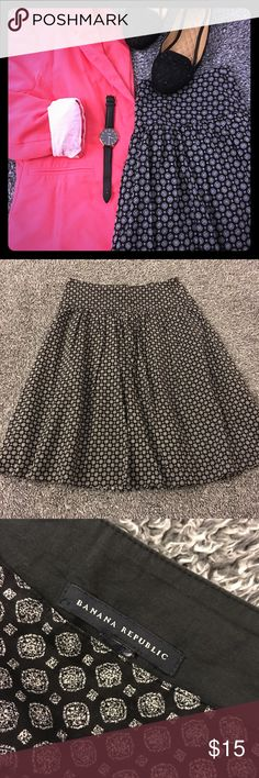 Black & white patterned midi skirt Lovely lil' mid length skirt that pairs well with so many different color options! Great shape & SF. Drop waist style with side zip & lining. No flaws worth noting. May have missed something. Nothing major/obvious then. Please see the pics for details, condition & measurements. No size tag so you much consult the measurements to know the fit. I'd say a 4/6 probably tho. Have questions? Ask! Offers/bundles 👍 but please 🚫 models, lowballs (Posh takes a…