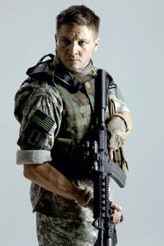 Please excuse my current obsession with Jeremy Renner, otherwise you can just look admire his hotness ;)