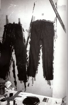 Hand-painted jeans from Maison Martin Margiela S/S 1994 collection - Photo Tatsuya Kitayama Anti Fashion, Fashion Brands, Weird Fashion, Conceptual Fashion, Painted Jeans, Hand Painted, Ann Demeulemeester, Fashion Images, Deconstruction
