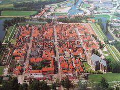 Elburg, kaarsrechte straten en toch schilderachtig