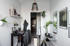 Gravity Home: Tiny Scandinavian Studio Apartment - Interior Design Fans Studio Apartment Decorating, Apartment Design, Apartment Living, Studio Decor, Deco Studio, Small Space Living, Small Spaces, Style Salon, Tiny Studio Apartments