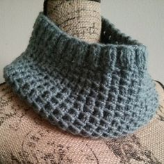 Free Knitting Pattern Bamboo Stitch Cowl Tutorial (Takes a bunch of clicks to actually get to the pattern. Knitting Patterns Free, Knit Patterns, Free Knitting, Free Pattern, Top Pattern, Knit Or Crochet, Easy Crochet, Crochet Blogs, Knitting Projects