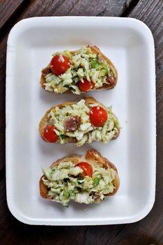 Avocado Crab Crostini | howsweeteats.com
