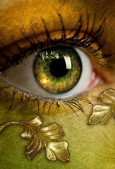 Cool eye make up for green/blue eyes! Eye makeup The World in her eyes Pretty Eyes, Cool Eyes, Beautiful Eyes, Amazing Eyes, Gif Kunst, Photos Of Eyes, Images Of Eyes, Crazy Eyes, Golden Eyes
