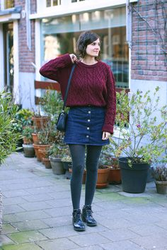 Denim Skirt Outfit Winter, Black Skirt Outfits, Jumper Outfit, Autumn Fashion Work, Fall Fashion Trends, Pull Aran, Grey Tights, Wool Tights, Winter Tights