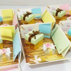 Cajas scrapbook - Plantillas de cajas Gift Wrapping, Gifts, Plants, Gift Wrapping Paper, Presents, Gifs, Gift Packaging, Present Wrapping, Wrapping Gifts
