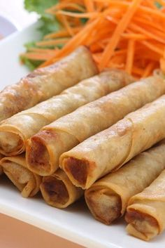 Filipino Lumpia | KitchMe.... had an actual Filipino man teach me (MeLeah) how to make these years ago. I still love them! Pork Recipes, Asian Recipes, Cooking Recipes, Oriental Recipes, I Love Food, Good Food, Yummy Food, Delicious Meals, Gastronomia