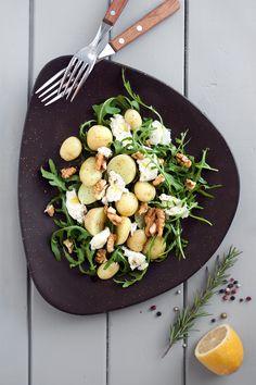 Готвенето е забавно! // Always look at the tasty side of life: салата с пресни картофи, рукола и моцарела