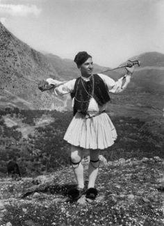 "(Nelly's) Homme en costume traditionnel grec lors des deuxièmes ""fêtes delphiques""mai 1930 Mai, Hipster, Style, Fashion, Greek Dress, Man In Suit, Swag, Moda, Hipsters"