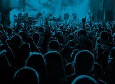 Ik hou erg veel van muziek en het bezoeken van concerten.