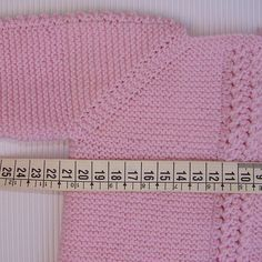 tutorial para hacer Jersey de Bebé, instrucciones y video Knitting Baby Girl, Knitting For Kids, Baby Knitting Patterns, Baby Patterns, Gilet Rose, Crochet Baby Jacket, Baby Boy Jackets, Diy Crafts Crochet, Knitted Baby Clothes