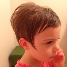 Current hair styles sported by celebrities Little Girls Pixie Cut, Little Girls Pixie Haircuts, Kids Short Haircuts, Short Hair For Kids, Childrens Haircuts, Cool Short Hairstyles, Girl Short Hair, Little Girl Hairstyles, Pixie Hairstyles