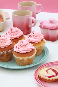 Sweet mother of all that is pink and holy..........Le Creuset new strawberry tea collection. We likey!
