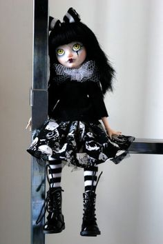 OOAK-Custom-Ever-After-High-Monster-High-doll-Apple-White-repaint-Aureus