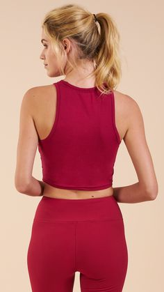 Not so basic. The Women's Basic Crop Top is one of those Gymshark must-have essentials, featuring a racer back, soft blend material and flattering fit.