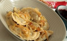 Pierogi z kapustą i grzybami Pierogi, Macaroni And Cheese, Cabbage, Vegetables, Ethnic Recipes, Food, Christmas, Xmas, Mac And Cheese