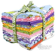 A quilt made from a fat quarter bundle all depends on the size of the bundle. One bundle can make anything from a full size quilt to a king size quilt. A fat quarter bundle is 18 x 24″ cut of fabric which equals a quarter yard.