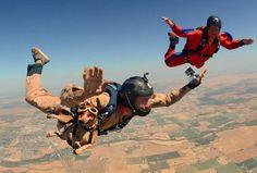 Cão salta de paraquedas a mais de 3.950 metros de altitude nos EUA | Umbuzeiro Online