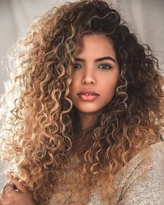 Curly Wigs Lace Frontal Wigs Jerry Curl Lace Frontal – About Hair Blonde Highlights Curly Hair, Hair Color Balayage, Ombre Hair, Blonde Curly Hair Natural, Balayage For Curly Hair, Wild Curly Hair, Curly Light Brown Hair, Bayalage Brunette, Ombre Balayage