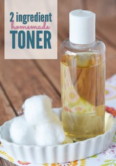 Apple Cider Vinegar Apple cider vinegar has a ton of uses, and one of them is an amazing facial toner! Just two ingredients combine to make a very inexpensive and effective facial toner that balances the pH of your skin while removing dead skin cells. Face Mask For Pores, Toner For Face, Skin Toner, Facial Toner, Face Masks, Skin Mask, Skin Serum, Face Skin, Recipe Using Apple Cider Vinegar