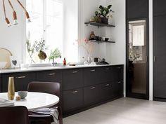 Exklusiva kök i brunt från Ballingslöv. Här visar vi köksluckan Bistro i ask brunbets. Hitta din köksinspiration hos Ballingslöv!