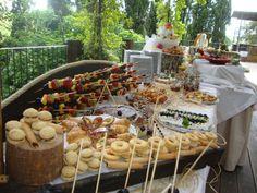 buffet di pasticceria e frutta