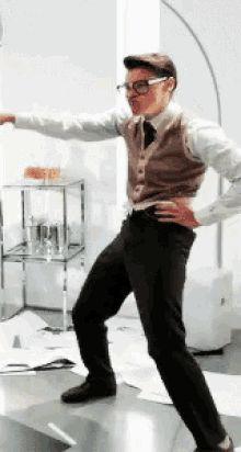 Marcel the Marketing Guy {GIF} only Harry Styles could pull this off. Harry Styles Mode, Harry Styles Fotos, Harry Styles Gif, Harry Styles Pictures, Harry Edward Styles, One Direction Fotos, One Direction Memes, I Love One Direction, Zayn Malik