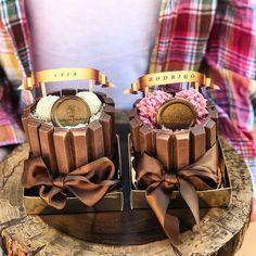 Nossos mini bolinhos para aniversariantes do mês, na Per La Casa! ❤😍 #callebaut #callebautbrasil #callebautchocolate #valorizeoartesanal…