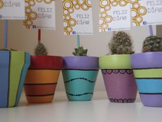 mini macetas pintadas a mano Clay Flower Pots, Flower Pot Crafts, Clay Pot Crafts, Diy And Crafts, Painted Clay Pots, Painted Flower Pots, Painted Vases, Hand Painted, Terracotta Paint