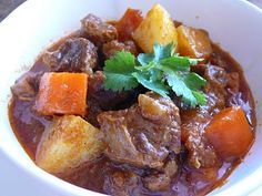 Vietnamese Beef Stew Asian Noodle Recipes, Indian Food Recipes, Asian Recipes, Ethnic Recipes, Asian Foods, Vietnamese Beef Stew Recipe, Vietnamese Cuisine, Vietnamese Recipes, Savoury Dishes