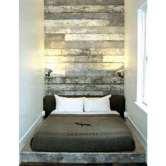 31 ideas for diy wood wall headboard boy rooms Diy Pallet Wall, Diy Wood Wall, Pallet Walls, Wood Walls, Pallet Wood, Barn Wood, Bedroom Wall, Bedroom Decor, 70s Bedroom