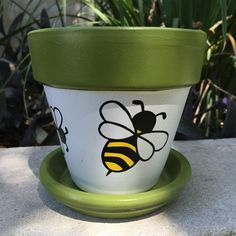 Buzz Buzz Hand painted flower pot features two large bees and two smaller bees around the center. The flower pot is sealed with a clear sealant to hel Flower Pot Art, Flower Pot Design, Clay Flower Pots, Flower Pot Crafts, Clay Pots, Cactus Flower, Flower Bookey, Flower Film, Clay Pot Projects