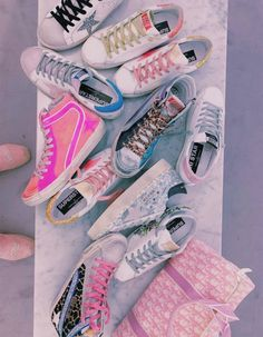 Explore the official Golden Goose Deluxe Brand website and discover our collection of sneakers, clothing, accessories and bags. Enter the GGDB world now. Preppy Outfits, Preppy Style, Girly Outfits, Basic Outfits, Balenciaga, Sneakers Fashion, Sneakers Nike, Fresh Shoes, Hype Shoes