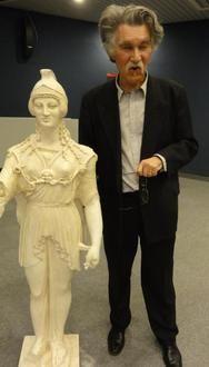 7) MINERVE DE POITIERS: .. de divinités que l'on a trouvées à Pompéi. D'ailleurs, la statue n'ayant point été trouvée in situ, mais sous le sol romain, on ne pourra jamais savoir l'emplacement exact qu'elle occupait primitivement: elle a pu être cachée sous terre à une certaine distance de l'endroit où elle était autrefois exposée. C'est sans doute à l'époque gallo-romaine que la statue a été ainsi enterrée: elle paraît avoir été ensevelie avec soin, pieusement, dans cette sorte de....