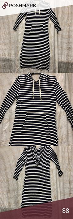 Hoodie dress Like new. Worn once has from pocket, hood and 3/4 sleeves Dresses